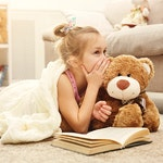 Child With Stuffed Bear 800X600