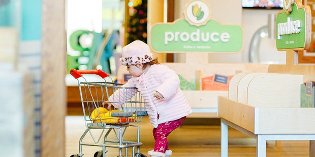 Little Girl Grocery Store 800X600
